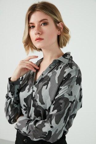 Ayhan Kamuflaj Desenli Arkası Uzun Bayan Gömlek 04650424 DK GRİ
