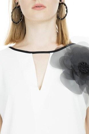 Lela Çiçek Detaylı Pencereli Bayan Bluz 81269 EKRU