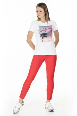 Levis Baskılı Bisiklet Yaka Regular Fit Kadın T Shirt 17369-0917 BEYAZ