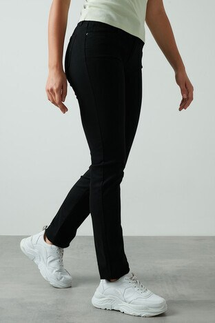 Levis Slim Fit Dar Paça 712 Jeans Bayan Kot Pantolon 18884-0001 SİYAH